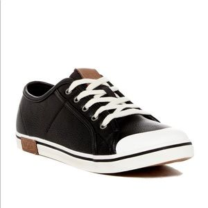 UGG Broderick Pebbled Sneaker Kid shoes size 4
